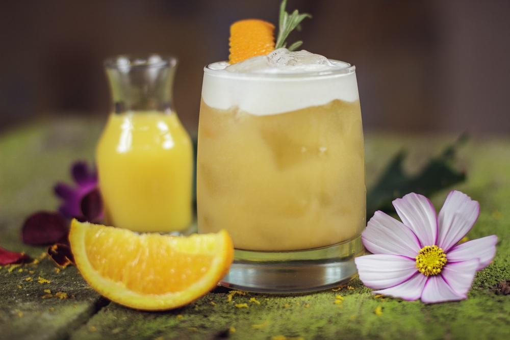 Whisky Sour - przepis na klasycznego drinka z whisky.