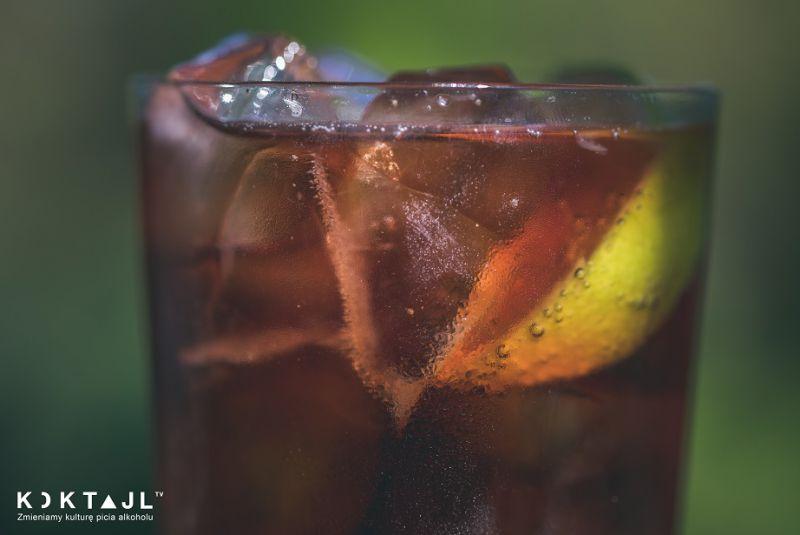 Cuba Libre po Polsku! Klasyczny kubański drink z wódką o smaku żurawiny.