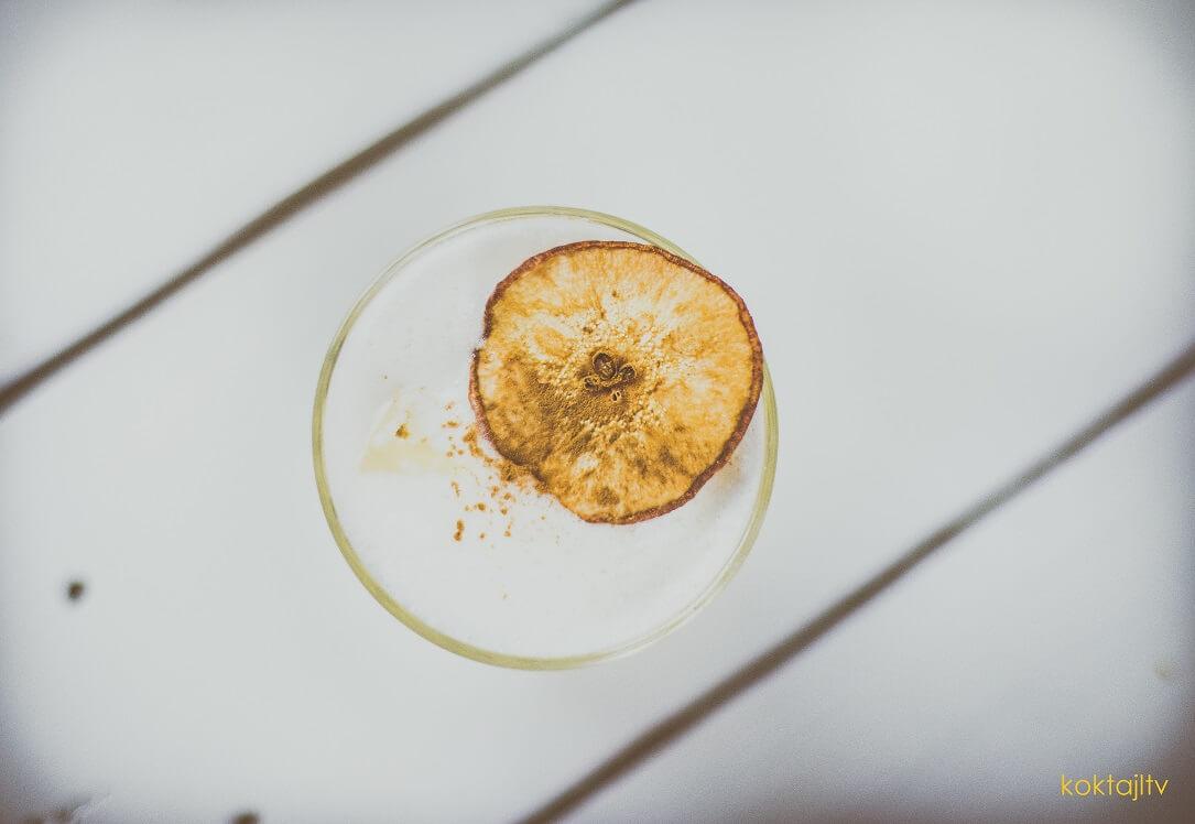 Żubrówka Sour - jak zrobić drinka z żubrówki z trawą i białka.